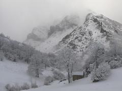 Invierno en los Picos de Europa (jtsoft) Tags: mountains landscape asturias olympus sotres picosdeeuropa e510 cabrales zd1122mm jtsoftorg