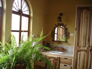 Hotel-El-Meson-de-las-Flores-hardwood