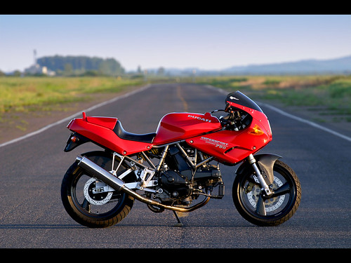1993 Ducati 750 SuperSport Wallpaper
