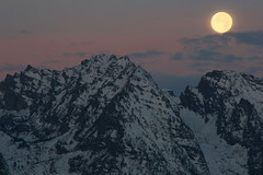 Setting Full Moon (Martin Third) Tags: morning usa moon mist mountain rock fog sunrise dawn haze unitedstates canoneos20d ridge snakeriver moonlight wyoming grandteton grandtetonnationalpark snakeriveroverlook