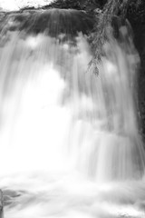 cascada byn (Analía Acerbo Arte) Tags: naturaleza agua bariloche cascada caida