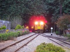 火車出山洞