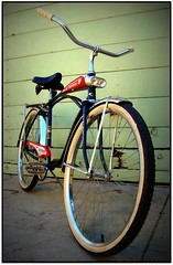 Portrait of a 1965 AMF Roadmaster Discoverer (Wha'ppen) Tags: bike bicycle lights whitewalls tank headlights retro amf cruiser 1965 fattire roadmaster beachcruiser fattirebike balloontire discoverer middleweight starsprocket