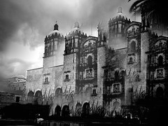 Oaxaca Surrealista (Davii Rangda) Tags: windows sky bw church architecture photoshop mexico surrealism iglesia surreal bn cielo dome oaxaca duomo filters surrealistic eglise santodomingo caleidoscopio mezcal surrealismo dominicos zapoteco ltytr1 bn052008