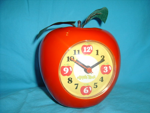 Apple clock by Verokitschy.