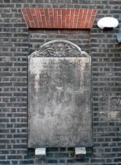 Gravestone window, Shoreditch (Fin Fahey) Tags: city uk england urban london church graveyard britain shoreditch gravestone churchyard hackney stleonard e1 eastlondon parishchurch oldwindow innerlondon