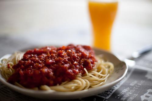 トマトソースパスタ&オレンジジュース