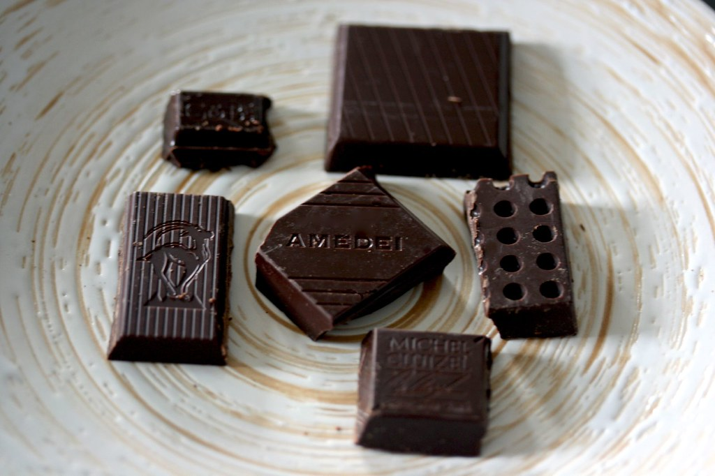 The sampling plate of 70% chocolates