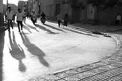 Late afternoon (Pawel Boguslawski) Tags: china street people bw canon asia shadows kashgar kashi 400d mainlanderchina