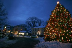 Christmas in Rockport 07.12.15 2268 (rowland-w) Tags: christmas snow tree canon ma twilight massachusetts decoration noflash northshore 5d rockport 35mmf14l