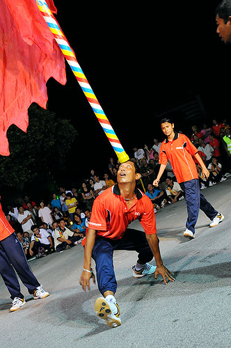CHINGAY (Balancing Giant Flags)
