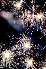 gold stars (marcelo ds) Tags: light canon stars uruguay fireworks marce fin 2008 effect puntadeleste cohetes 400d marce