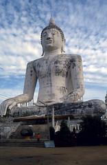 Buddha (scuba_dooba) Tags: thailand asia seasia buddhism buddha statue sculpture nikon nikonfe ektachrome200 film slide 35mm transparency ราชอาณาจักรไทย thai สยาม ไทย sitting seated 1987 visit year 1987visitthailandyear reel6 plustek opticfilm 7600i 7200dpi wolf faust vuescan kodak ektachrome 200 fe