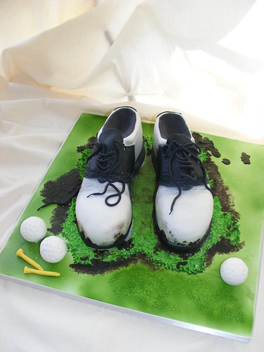 Dirty golf shoes cake