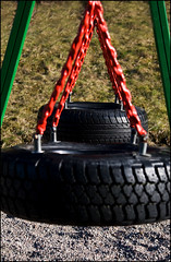 Double Swing (Stavelin) Tags: red green norway tire swing risr canoneos30d the99 bildekritikk roarstavelin canonefs24105mmf4lisusm