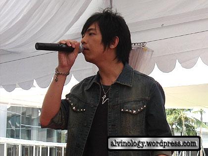 Vin singing