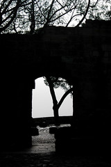Black and white gate (gornabanja) Tags: blackandwhite castle portugal blackwhite nikon gate d70 lisboa lisbon lissabon ilustrarportugal