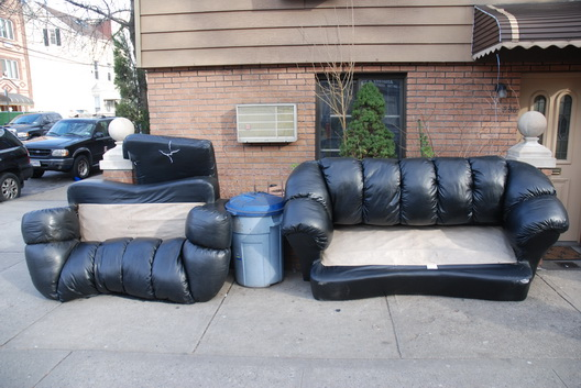 Street Couch Twins