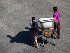a reciclar (pablovenegas) Tags: street espaa woman man valencia calle spain garbage gente pareja personas basura rec