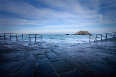 Saint Malo - Bretagne (Aur from Paris) Tags: blue sea mer seascape france island brittany deep bretagne shore saintmalo stmalo firstquality canoneos5d aur colorphotoaward