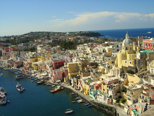 Daytrip to Procida 1 [Photo by JJKDC] (CC BY-SA 3.0)
