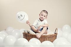 Bruno (smidka) Tags: boy smile canon balloons 50mm child 5d photon 150w smidka