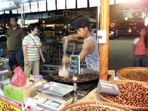 street vendor castañas nut snack stirring roastingbig wok kawali manila Pinoy Filipino Pilipino Buhay  people pictures photos life Philippinen  菲律宾  菲律賓  필리핀(공화국) Philippines