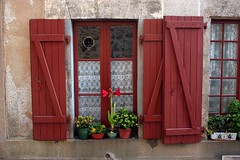 Red Shutters, Rochechouart, Limousin, France (curreyuk) Tags: red france shutters limousin currey rochechouart grahamcurrey curreyuk peachofashot gcuki