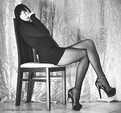 (Pittografo ZELANTE Piero) Tags: ritratto sensual glamour woman sexy calze pantyhose heels vogue bw