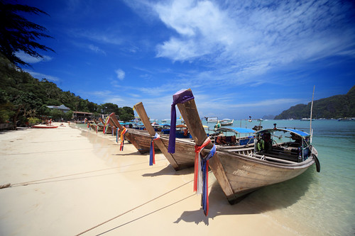 Phuket | Long Tailed Boats @ Phi Phi Island