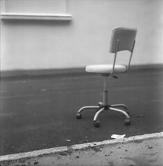 where did you go (Br0m) Tags: blackandwhite 120 film oslo mediumformat observation lomo chair kodak objects 2007 twinlensreflex brom flexaret kodak400tmy