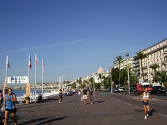 Paseo de los Ingleses, Niza, Francia. Promenade des Anglais, Nice, France - www.meEncantaViajar.com (javierdoren) Tags: trip travel summer costa holiday france sports sport palms hotel bay nice couple holidays europa europe riviera estate exercise pareja deluxe sommer frias palmeras palm ctedazur paseo palmtrees cupola stadt dome promenade verano viagem deporte runners vero hotels provence jogging t sporting viagens francia banderas nizza vacanze hoteles deportes viajar lujo provenza palmas baie luxurious niza ejercicio baha promenadedesanglais cpula costaazul baiedesanges thewestend nicenice costaazzurra negrescohotel trotar hotelnegresco vacacin delujo hotelwestend paseodelosingleses nizanice sportingplagerestaurant