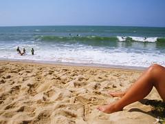 vero (alineioavasso) Tags: summer beach mar stand areia pernas vero legas