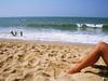 verão (alineioavasso™) Tags: summer beach mar stand areia pernas verão legas