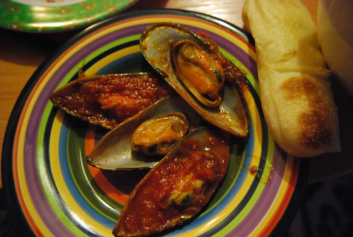 Mussels arrabiate with breadstick