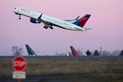 2017_02_12 KSEA stock-78 (jplphoto2) Tags: 757 757200 boeing757 deltaairlines deltaairlines757200 jdlmultimedia jeremydwyerlindgren ksea n536us sea seattletacomainternationalairport aircraft airline airplane airport aviation