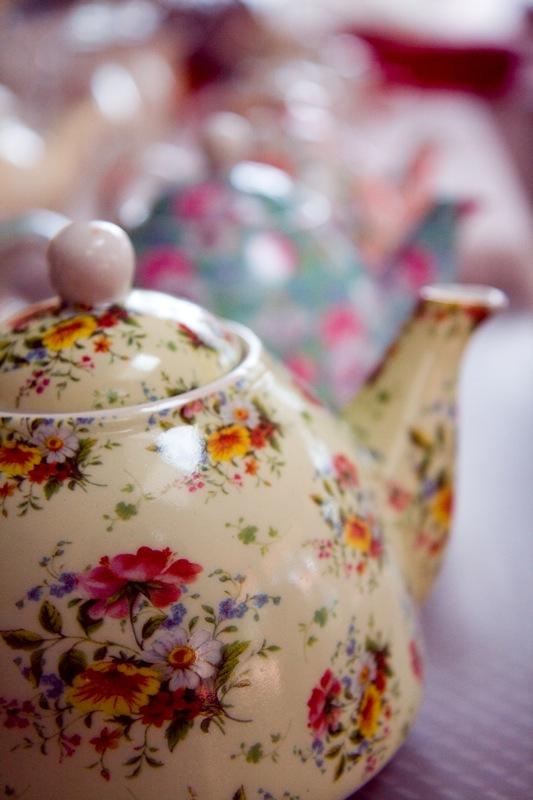 pink tea pots