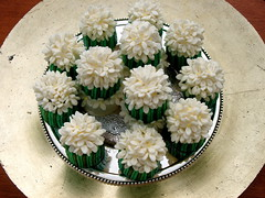 Jasmine minicakes (The Ladygloom) Tags: white green jasmine stems semolina sugee noveltycakes foodforthecracked