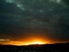 IMAG0194 (rodrigo25) Tags: city sunset cidade sky cloud sun mountain sol nature landscape evening twilight dusk sopaulo horizon natureza paisagem cu prdosol nuvem montanha horizonte anoitecer crepsculo cantareira