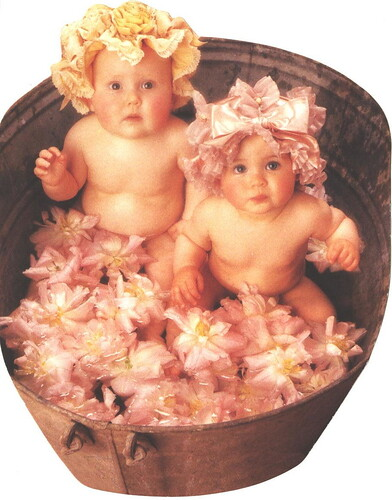 People - Anne Geddes, Washtub par 9teen87's Postcards
