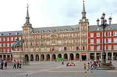 Spain-33 - Plaza Mayor (archer10 (Dennis) (72M Views)) Tags: madrid statue spain nikon free dennis plazamayor iamcanadian worldtravels dennisjarvis archer10 dennisgjarvis