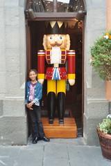 Rothenburg (zug55) Tags: christmas sarah germany bayern deutschland bavaria franconia franken rothenburg rothenburgobdertauber romanticroad romantischestrasse wohlfahrt kthewohlfahrt