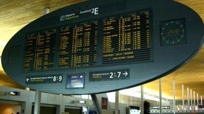 Anzeigetafel Flughafen Charles de Gaulle (Roissy)