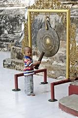 Bagan - Manuha Temple - Little Striker (zorro1945) Tags: manuhatemple bagan myanmar burma asia asie gong boy pagoda buddhisttemple buddhism littlestriker