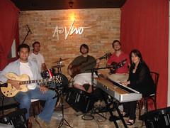 """Em outro dia, com Caio, Fábio e sua mãe além do Pérsio na batera no Ao Vivo em Moema • <a style=""""font-size:0.8em;"""" href=""""http://www.flickr.com/photos/63787043@N06/5809050447/"""" target=""""_blank"""">View on Flickr</a>"""