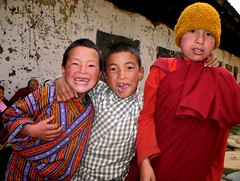 Local kids attending the festival. (Linda DV) Tags: street travel portrait people cute face festival barn children geotagged kid child bhutan candid young kind criana gangtey himalaya enfant nio 2007 tsechu dziecko bambino    travelphotography lapsi copil dijete  dt  travelportrait   gangteng earthasia lindadevolder