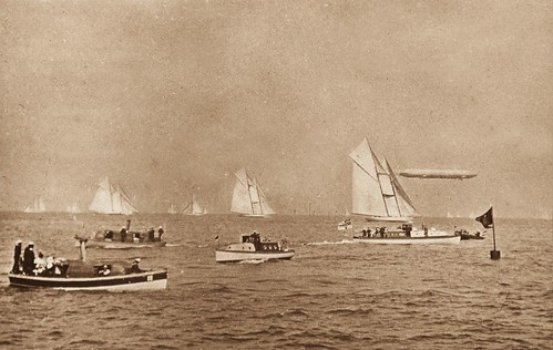 Regatta with Zeppelin LZ-11 / Wolfgang Wiggers