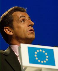 Nicolas Sarkozy y el logo de la UE