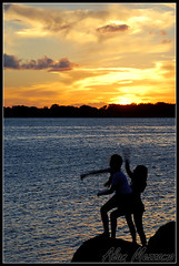 Playing Under The Sunset (Alan Mezzomo) Tags: girls sunset pordosol sun lake playing luz sol silhouette kids backlight d50 contraluz children geotagged fun lago nikon play explore porto diverso alegre crianas meninas guaba contra sfc brincando silhueta 2880mm sulfotoclube explored