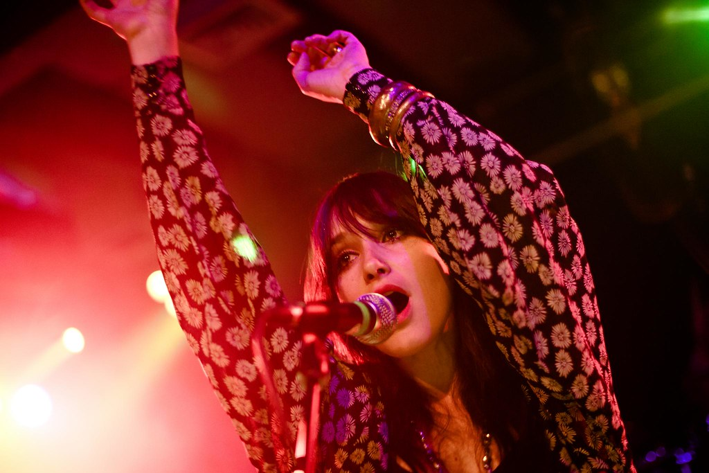 Howling Bells: Like she just does not care and such